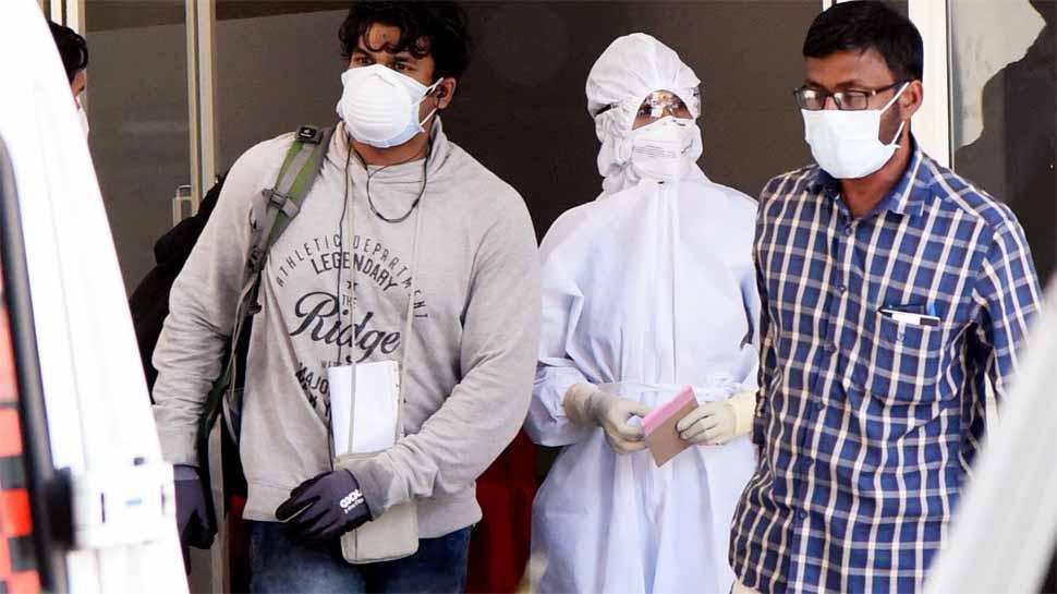 Corona: हरियाणा में बिना मास्क पहने बाहर निकले और गलती से भी थूका तो देना होगा इतना जुर्माना