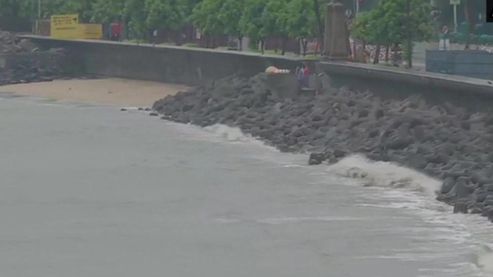 तूफान निसर्ग ने दी दस्तक, 110 KM की रफ्तार से चल सकती हैं हवाएं, मुंबई में खतरा हुआ कम