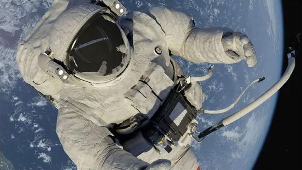 अंतरिक्ष यात्री ने स्पेसवॉक के दौरान खोया आईना, अंतरिक्ष के कचरे में जुड़ा नया सामान