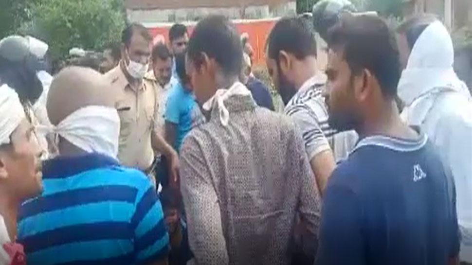 UP: दिनदहाड़े हत्या कर भाग रहे 3 बदमाशों को ग्रामीणों ने धर दबोचा, 2 को उतारा मौत के घाट
