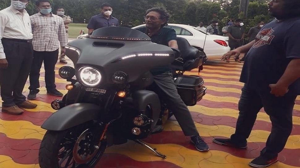Harley-Davidson की शानदार बाइक पर बैठे दिखे CJI एसए बोबडे, वायरल हुई PHOTO