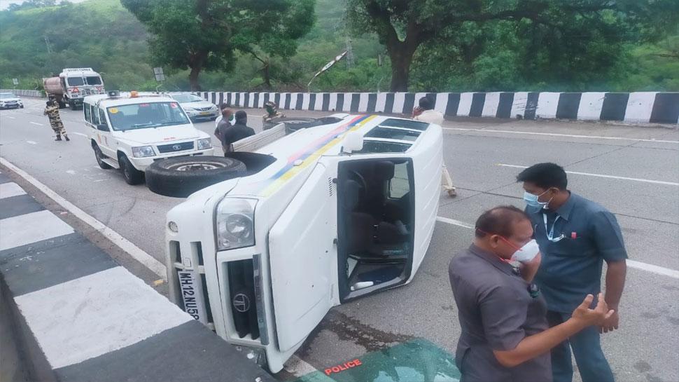 बाल-बाल बचे NCP सुप्रीमो शरद पवार, काफिले में शामिल पुलिस की गाड़ी पलटी