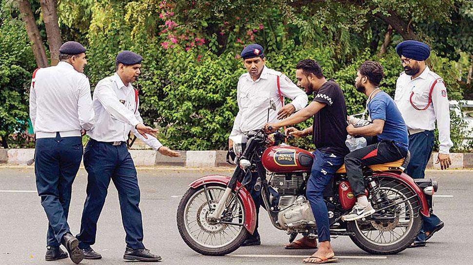 कोरोना: आज दिल्ली में कटे इतने चालान, जानकर रह जाएंगे हैरान
