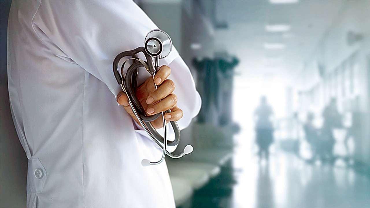 डॉक्टर्स को 'नैतिकता' का पाठ पढ़ाएगी योगी सरकार, हर महीने लगेगी Class