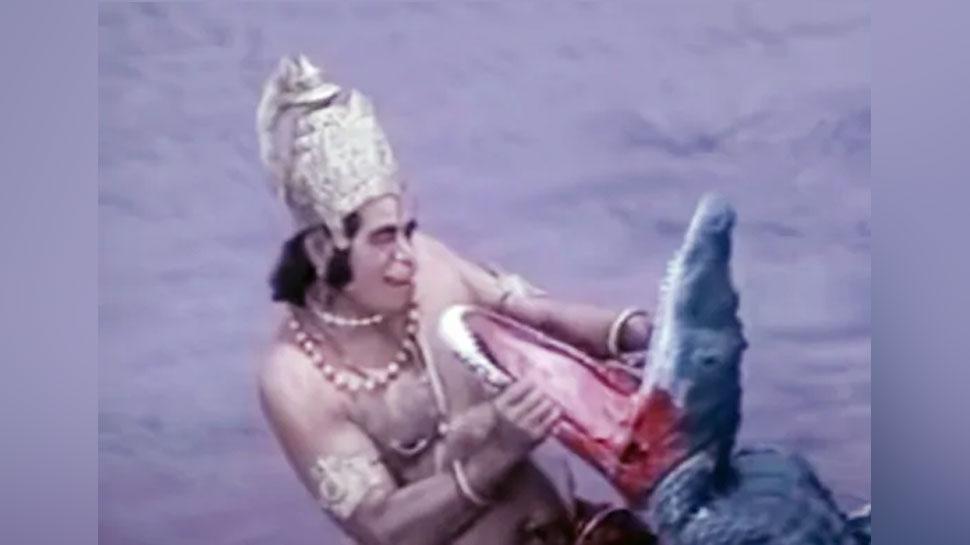 जानिए 'रामायण' में शूटिंग के दौरान कैसे खूंखार मगरमच्छ के साथ हुई थी हनुमान की लड़ाई