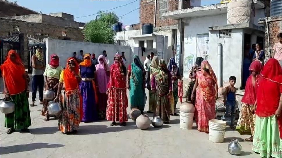 चौमूं: हरमाड़ा के उदयपुरिया गांव में गहराया पेयजल संकट, लोगों ने किया प्रदर्शन