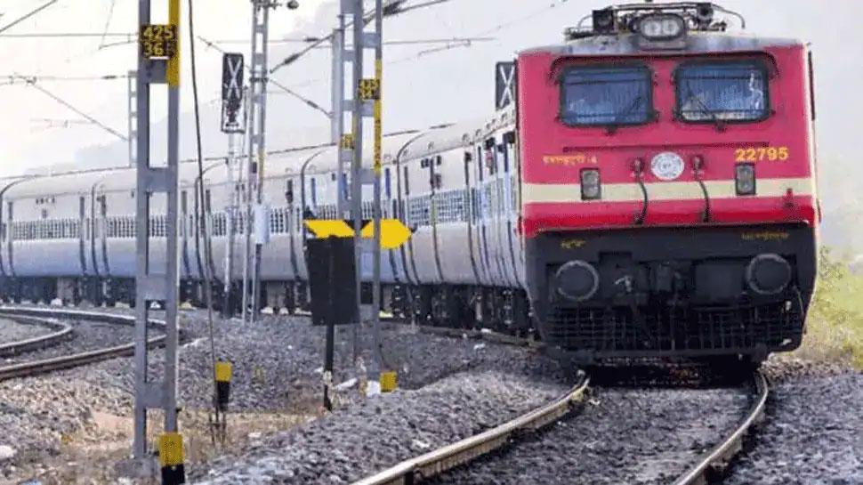VIDEO: रेलवे ने रचा इतिहास, बनाई 'एनाकोंडा' स्टाइल की ट्रेन, खुद देख लीजिए