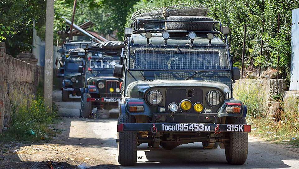 सोपोर में CRPF के गश्ती दल पर आतंकियों ने की फायरिंग, 1 जवान शहीद
