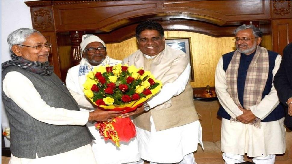बिहार चुनाव: CM नीतीश से मिले भूपेंद्र यादव, NDA में सीट बंटवारे को लेकर दिए संकेत