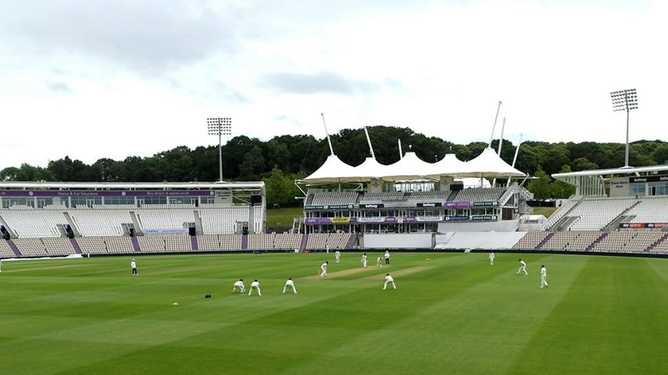 कोरोना ने बदला जश्न मनाने का तरीका, इंग्लैंड के प्रैक्टिस मैच में दिखा ये नजारा