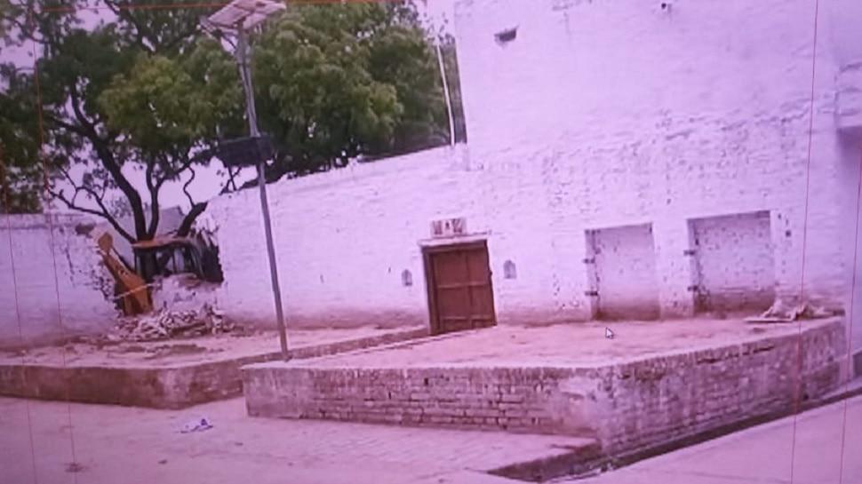 Kanpur Encounter: पुलिसकर्मियों के हत्याकांड का 'गवाह' रहा Vikas Dubey का घर गिरा रही है पुलिस