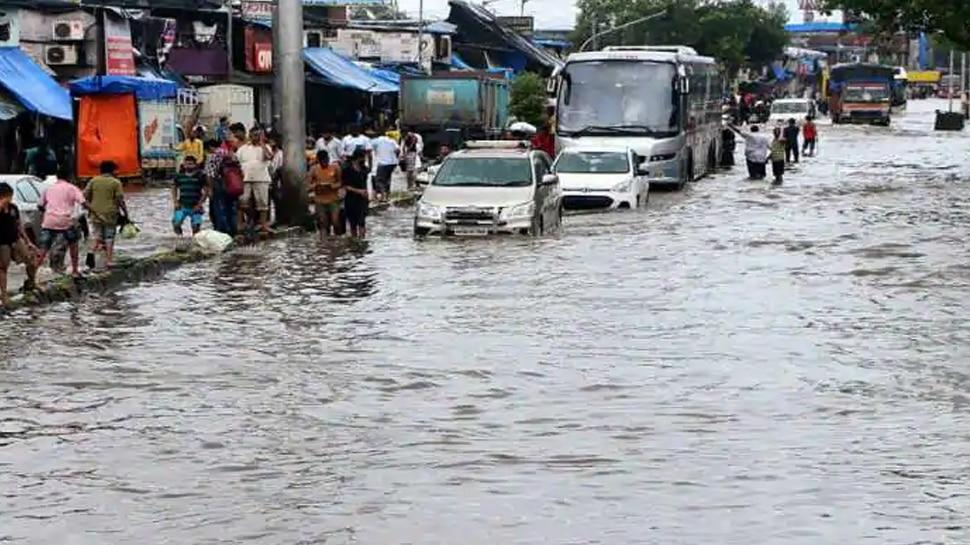 मुंबई में आज भी जमकर बरसेंगे बादल, मौसम विभाग ने जारी किया रेड अलर्ट