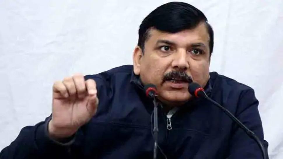 AAP लीडर संजय सिंह Kanpur Encounter में शहीद पुलिस जवान राहुल के घर पहुंचे