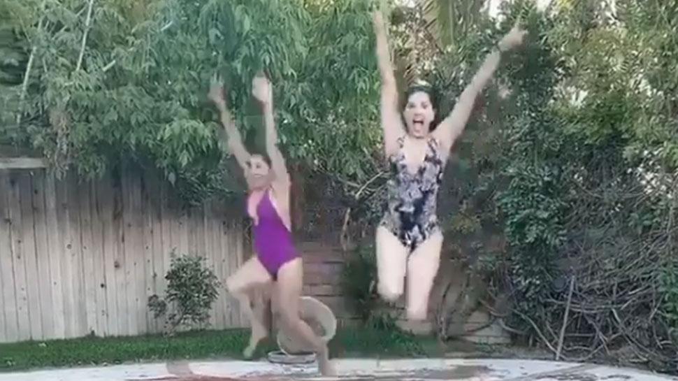 दोस्त के साथ पूल पर मस्ती करती दिखीं Sunny Leone, जमकर वायरल हुआ VIDEO