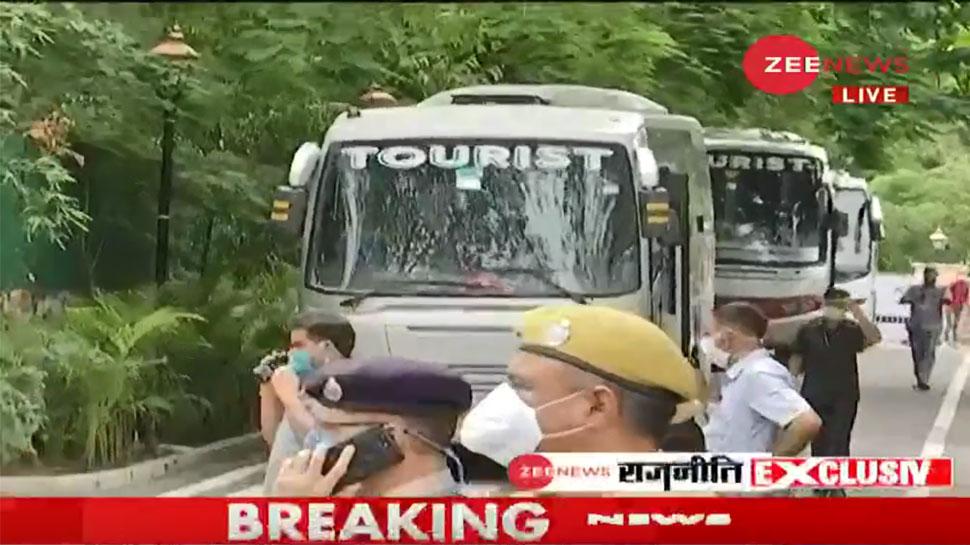 राजस्थान संकट: विधायकों के टूटने का खतरा, MLAs के साथ होटल में शिफ्ट हुए गहलोत - Zee News Hindi