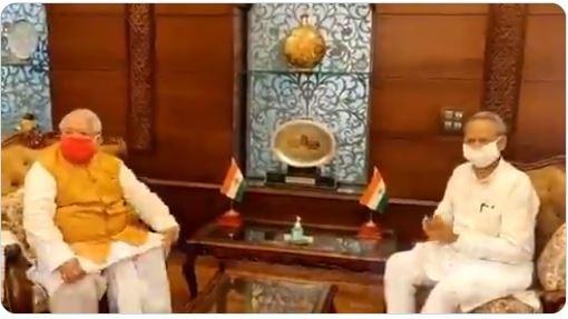 CM अशोक गहलोत ने राज्यपाल से मुलाकात की, पायलट पर कार्रवाई की जानकारी दी