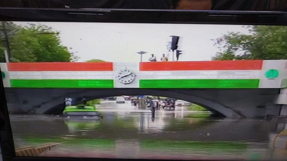 चंद घंटों की बारिश से दिल्ली बेहाल, मिंटो रेलवे ब्रिज के नीचे भरा पानी; 1 की मौत