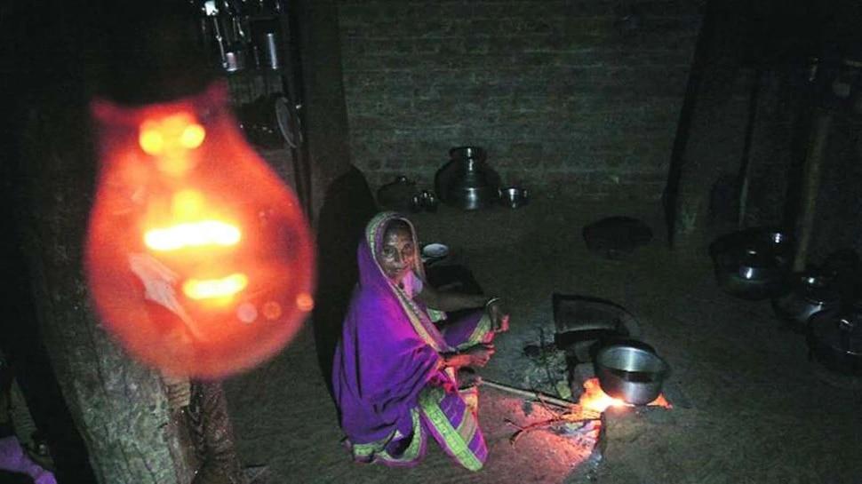 महाराष्ट्र के इस गांव में पहली बार पहुंची बिजली, खुशी से झूम उठे लोग