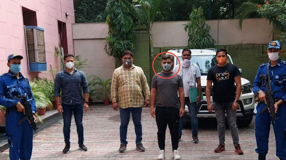 दिल्ली का ये 'रंगबाज' चढ़ा पुलिस के हत्थे, दर्जनों हत्याओं का आरोप
