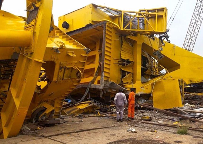 विशाखापत्तनम में गिरी भारी क्रेन, 11 मजदूरों की मौत