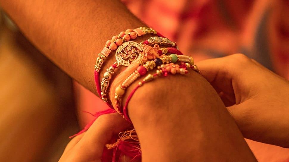 झारखंड: चतरा में महिलाओं ने किया चीनी राखी बहिष्कार, खुद बना रही हैं राखी