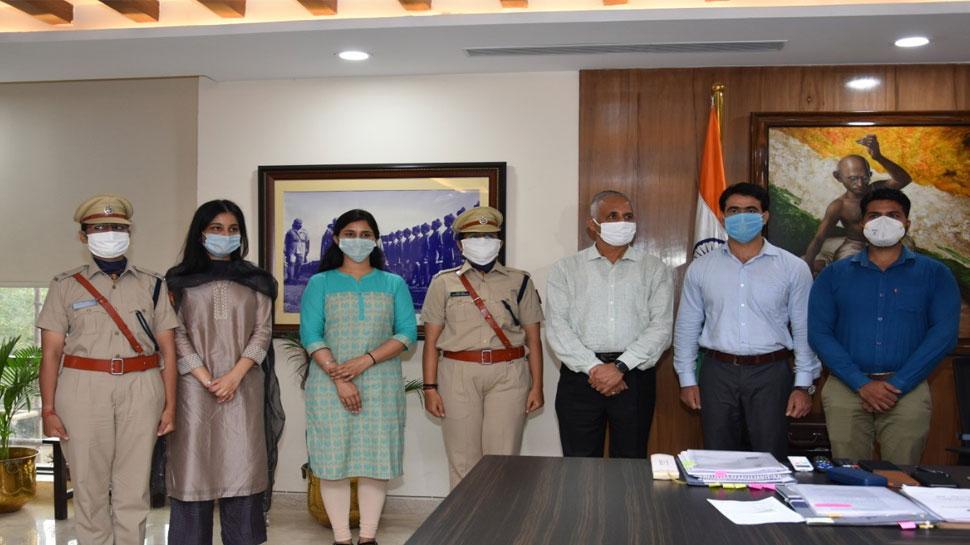 दिल्ली पुलिस परिवार के UPSC रैंक होल्डर्स से मिले पुलिस कमिश्नर, दी शुभकामनाएं