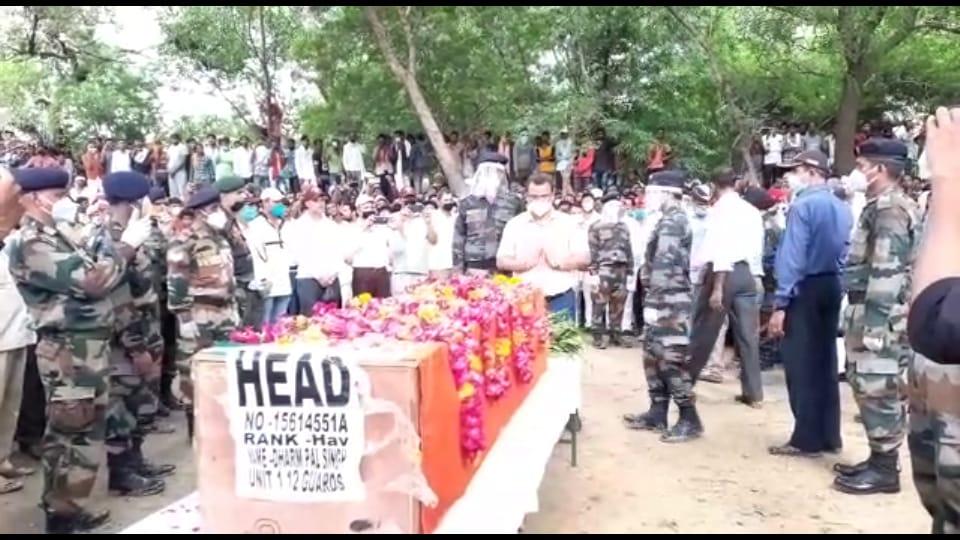 जालौन के जवान का अंतिम संस्कार, LAC पर तैनाती के दौरान ऑक्सीजन की कमी से हुआ था निधन