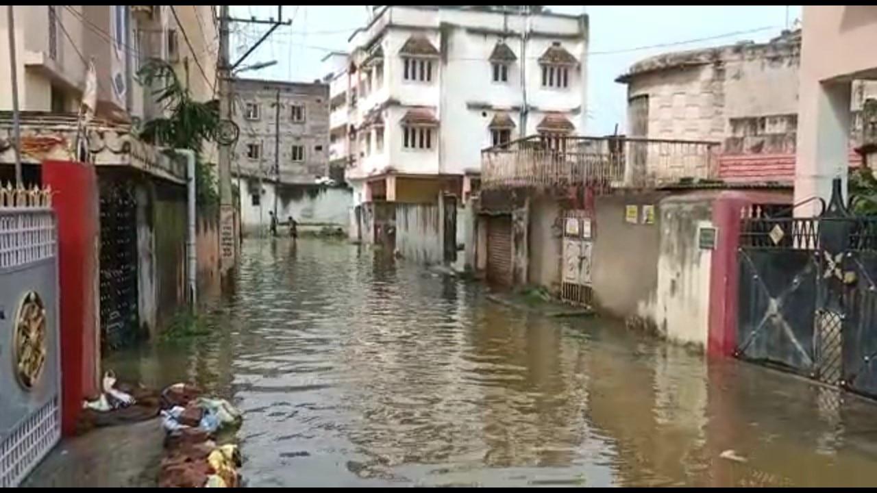 रांची: एक दिन की बारिश से कई ईलाके हुए जलमग्न, जल निकासी में भी हो रही समस्या