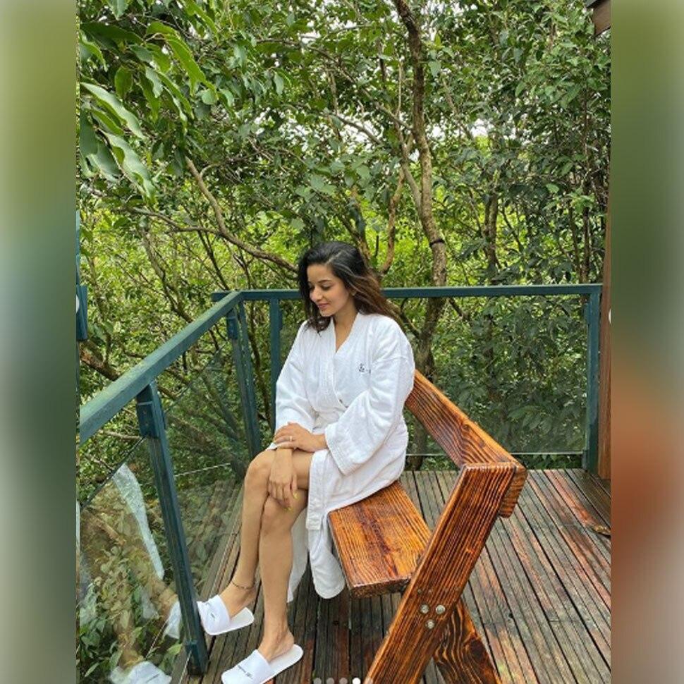 Bhojpuri Actress Monalisa Bathtub photos Viral