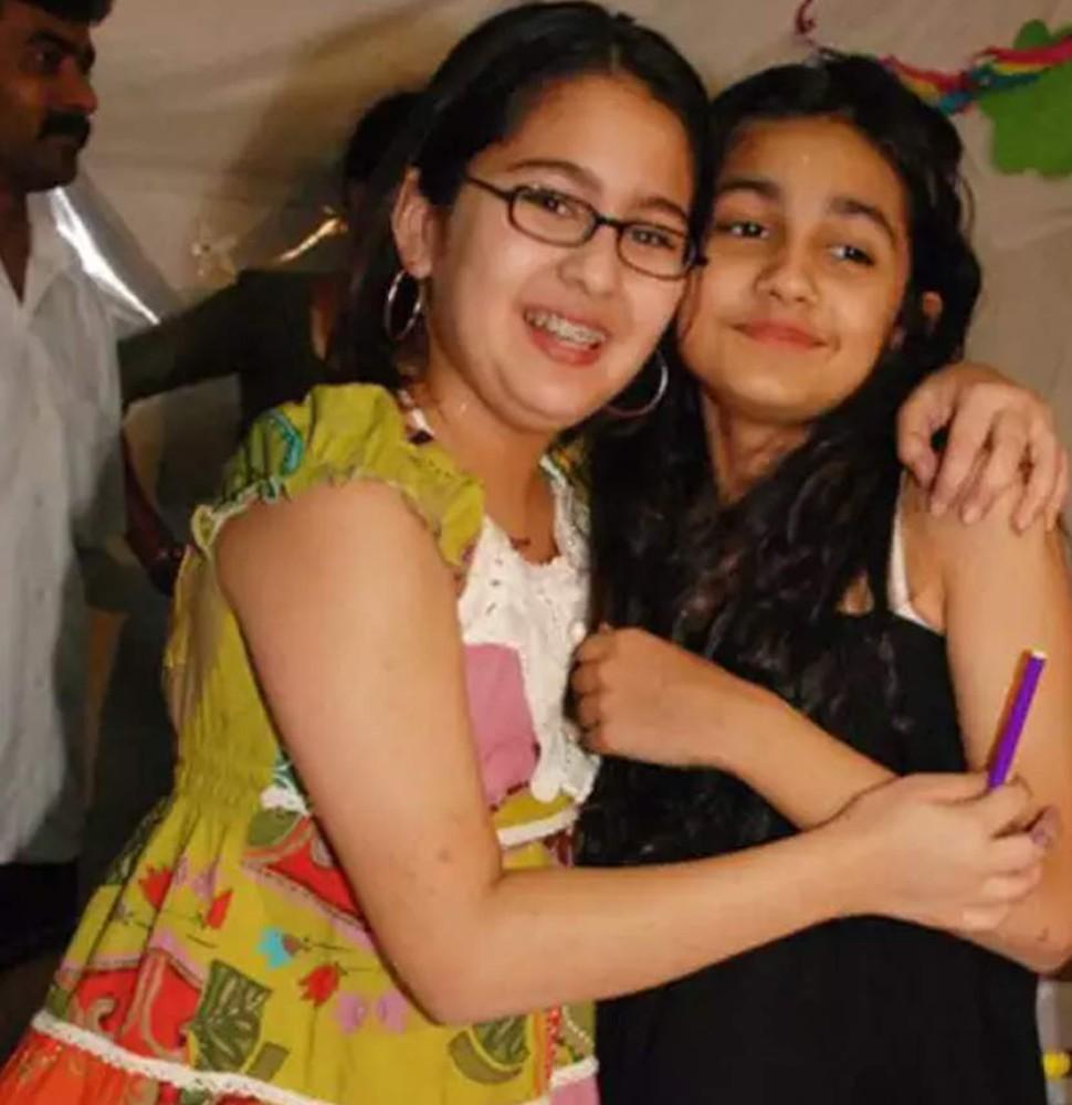Sara Ali Khan with friends
