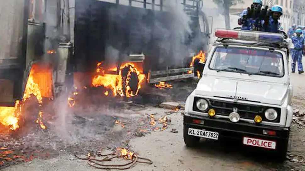 बेंगलुरू में फेसबुक पोस्ट को लेकर हिंसा में अबतक तीन की हुई मौत, 60 पुलिसकर्मी घायल