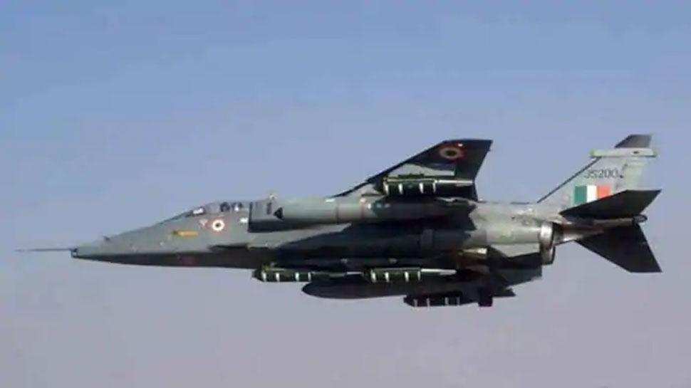 चीन के साथ तनातनी के बीच वायुसेना प्रमुख ने अग्रिम अड्डे पर तैयारियों का जायजा लिया
