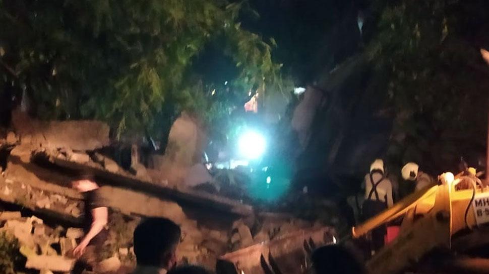 मुंबई के बांद्रा इलाके में अचानक गिरी 4 मंजिला इमारत, 2 घायल, बचाव कार्य जारी