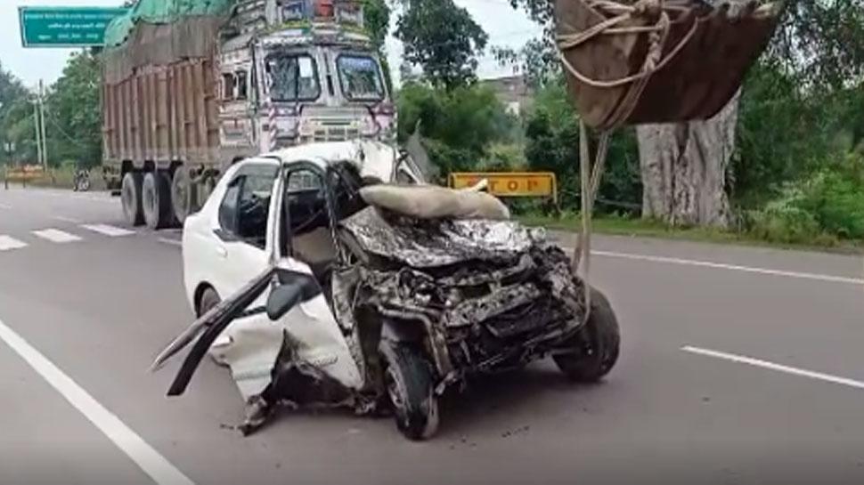 छतरपुर: सागर-कानपुर नेशनल हाइवे पर ट्रक से भिड़ी कार, एक ही परिवार के 3 लोगों की मौत