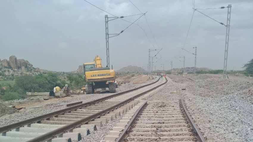 16 साल बाद छिंदवाड़ा-नागपुर के बीच 129 किमी का ब्रॉडगेज ट्रैक बनकर तैयार, पहाड़ काटकर बनाई 2 सुरंग