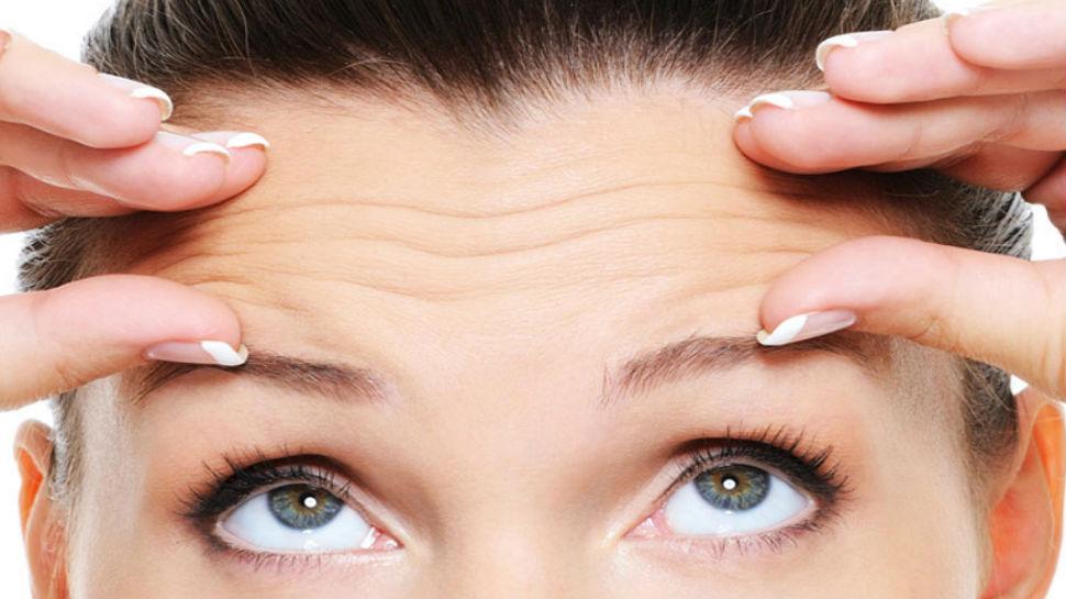 blinking eyelashes