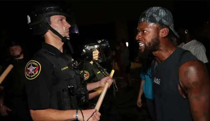 America: अश्वेत शख्स का परिवार पुलिस के खिलाफ करेगा मुकदमा