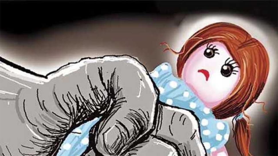 बच्ची के साथ दुष्कर्म, आरोपी को गिरफ्तार करने गई पुलिस पर हुई फायरिंग