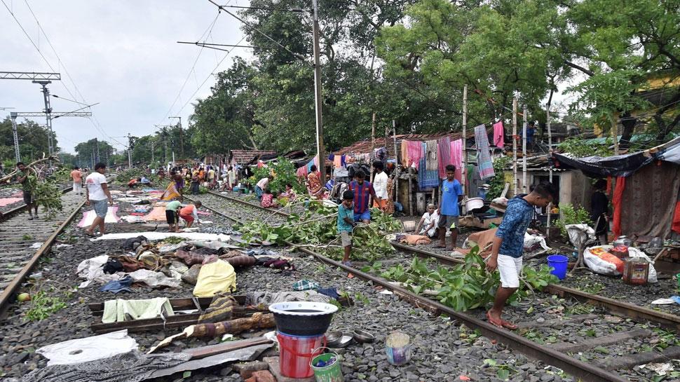 हटाई जाएंगी रेलवे लाइन के पास की झुग्गियां, SC ने कहा- 'राजनैतिक दखलंदाजी बर्दाश्त नहीं'