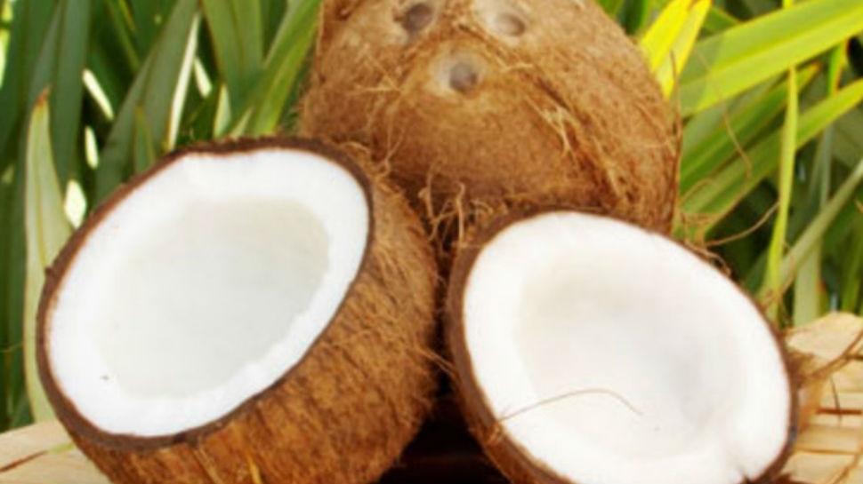 कच्चा नारियल खाना आपको देगा कई भरपूर फायदे, कब्ज से भी मिलती है जल्दी राहत