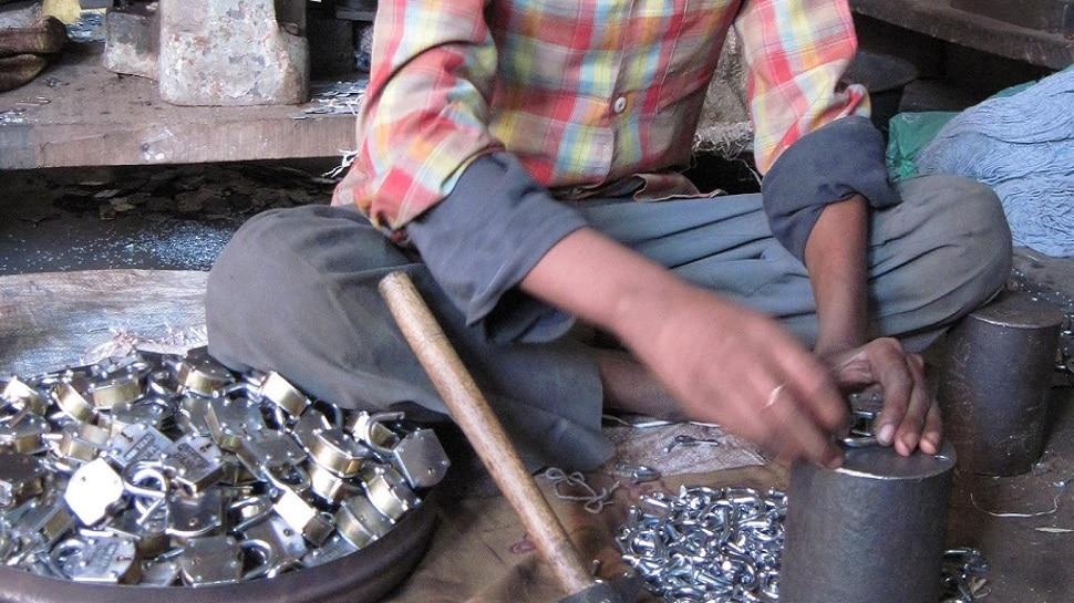 कोविड की वजह से मंदी की मार झेल रही ताला नगरी, कारीगरों के सामने गुजर-बसर की चुनौती