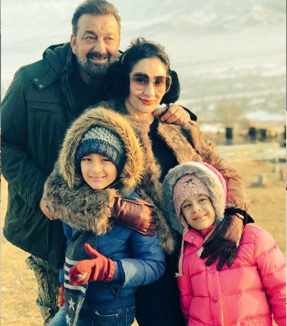 sanjay dutt leaves mumbai With Manyata flies to dubai