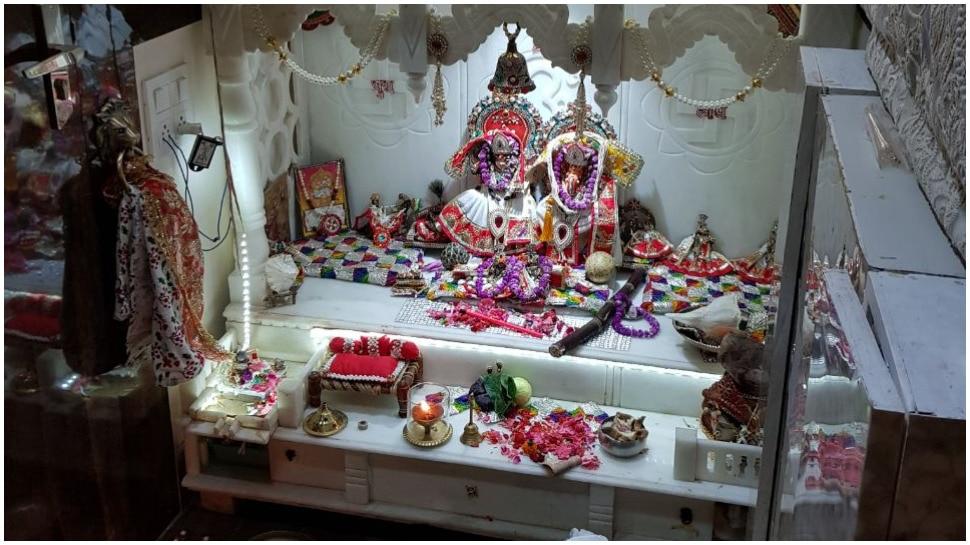 वास्तु के हिसाब से बनवाएं घर का मंदिर, सुख-समृद्धि और खुशियों का खुलेगा द्वार