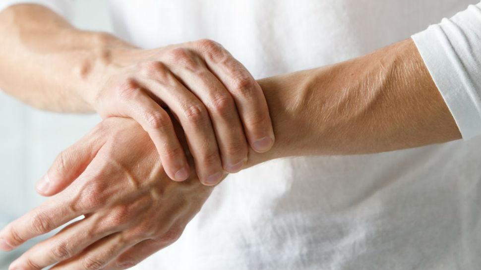 आर्थराइटिस से रहते हैं परेशान? इस योग से मिलेगा जल्द फायदा