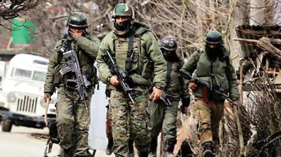 जम्मू कश्मीर: अनंतनाग में लश्कर के 2 आतंकी ढेर, हथियार और गोली बारुद बरामद