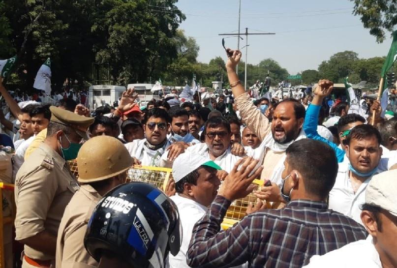 RLD workers protest against lathi charge on party leader in Hathras case| हाथरस मामला: पार्टी नेता पर लाठीचार्ज के विरोध में रालोद ने किया प्रदर्शन|  Hindi News, प्रदेश