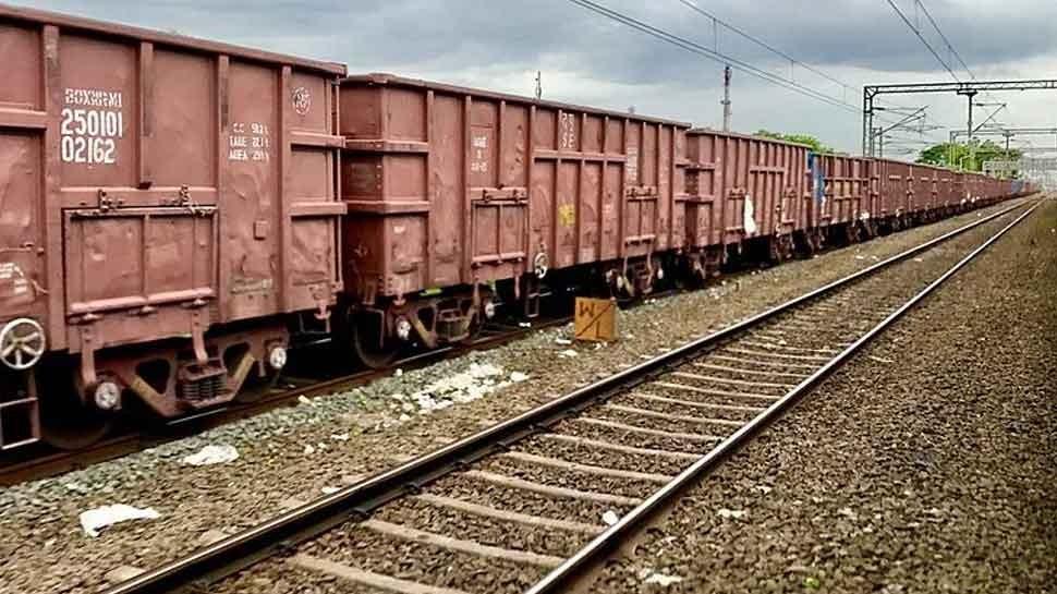Exclusive: प्राइवेट पैसेंजर ट्रेन के बाद अब चलेगी प्राइवेट मालगाड़ी