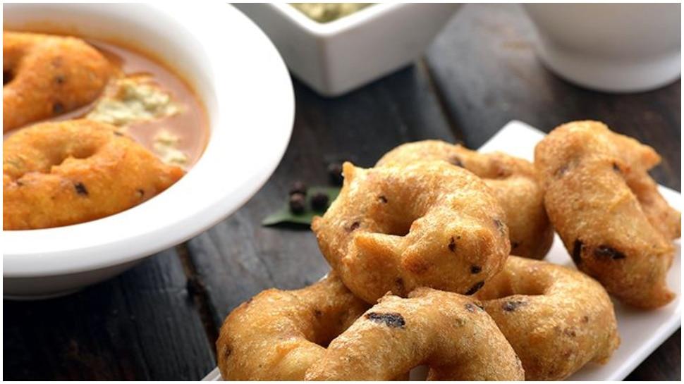 ब्रेकफास्ट में घर पर बनाएं टेस्टी-क्रिस्पी साउथ इंडियन मेदु वड़ा, जानिए Recipe