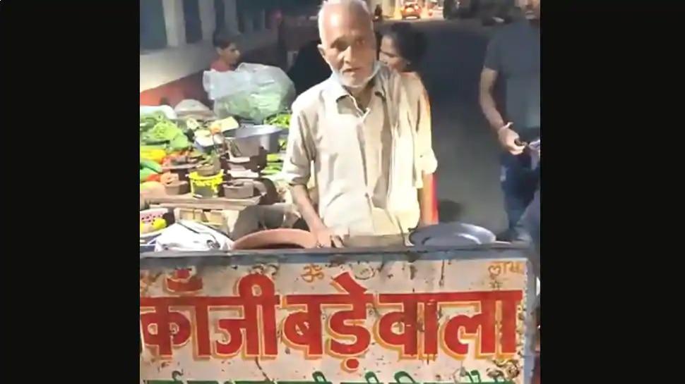 दिल्ली के 'बाबा का ढाबा' के बाद आगरा के 'कांजी बड़े वाले चाचा' का वीडियो हुआ वायरल