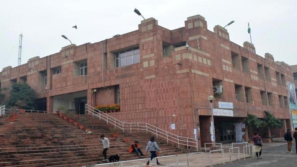 फिर विवादों में JNU, 34 कर्मचारियों पर मेजर पेनल्टी के तहत अनुशासनात्मक कार्यवाही